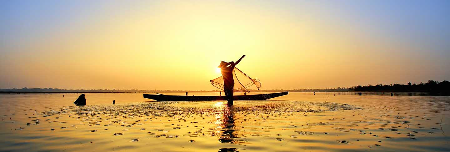 The fisherman cast a boat on his boat