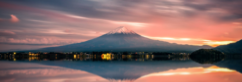 Landscape image of mt. fuji over lake kawaguchiko at sunset in fujikawaguchiko, japan