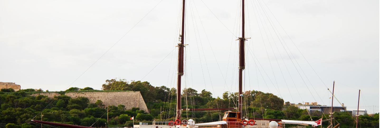 Yacht against manoel island